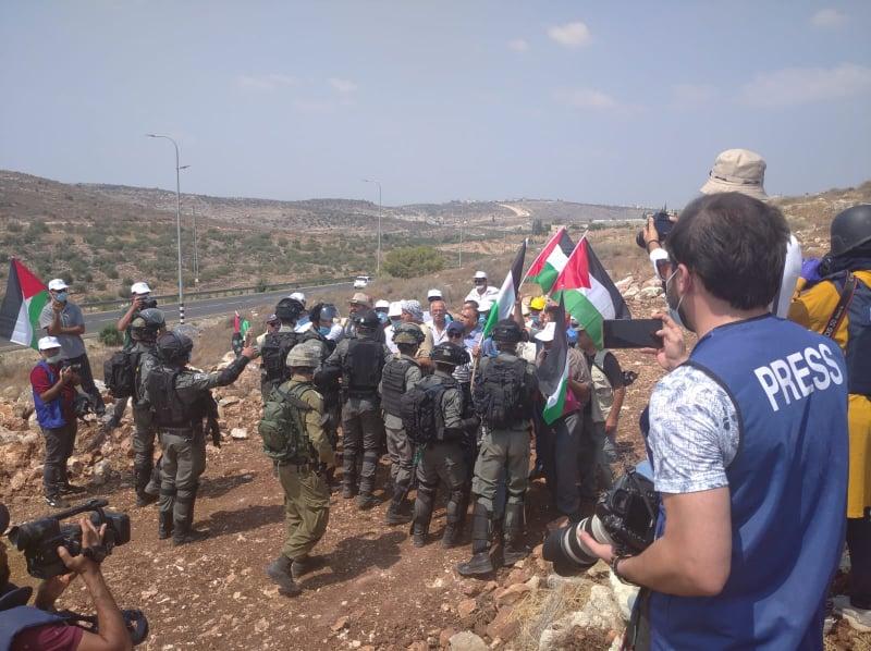 Los Palestinos Protestan por el Robo de Tierra, la anexión de facto y el apartheid